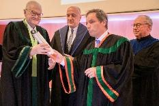 """Num """"dia muito feliz"""" Alexandre Soares dos Santos recebe Doutoramento Honoris Causa"""
